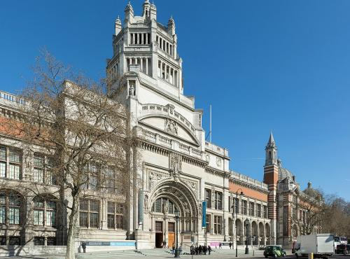 V&A Exterior: Photo by DAVID ILIFF. License: CC-BY-SA 3.0